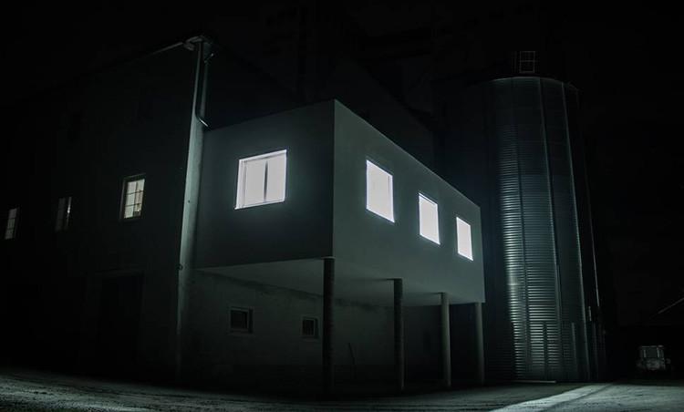 Büroausbau - Ansicht bei Nacht
